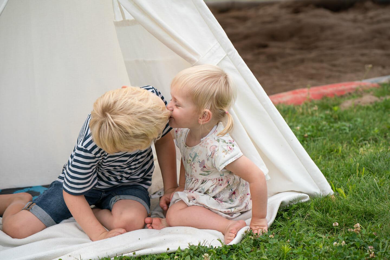 geschwisterfotos im kindergarten spielplatz heidelsheim