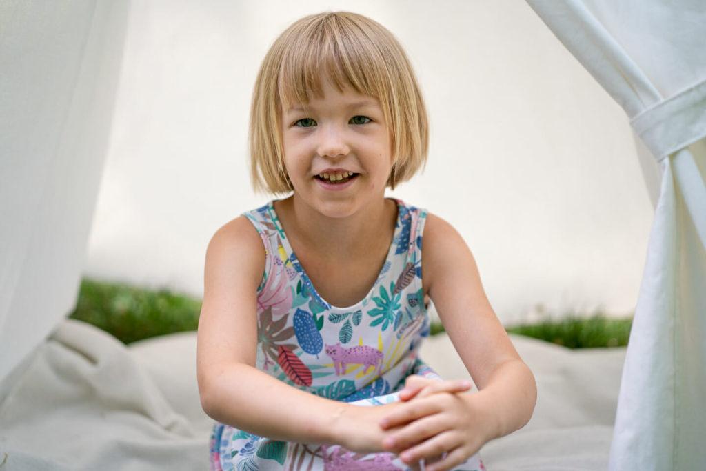 natuerliche kindergartenfotografie im spiel spielplatz fotos kleinkinder